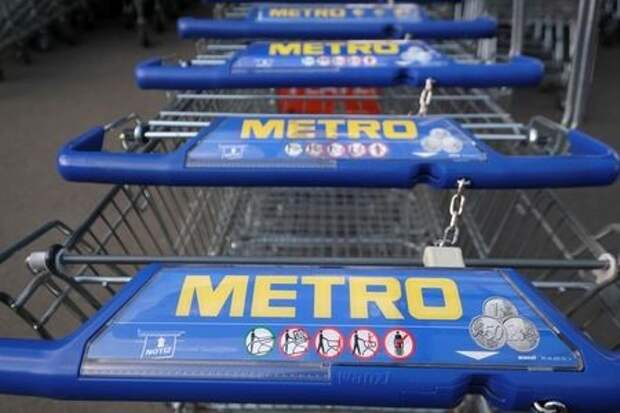 Shopping carts of German wholesaler Metro wait for customers in Duesseldorf, Germany, February 12, 2020. Metro will hold its annual general shareholders meeting on February 14 to finalise a deal to sell its hypermarket chain Real to X+Bricks and the SCP Group. REUTERS/Wolfgang Rattay