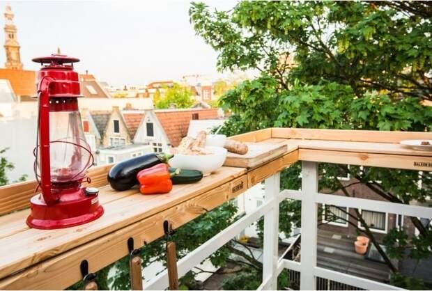 22 удивительных варианта столиков для маленьких балконов