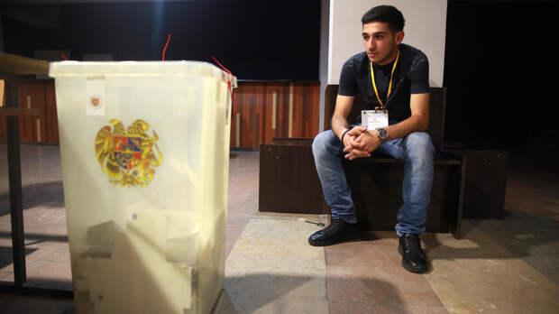 Явка на досрочных выборах в Армении достигла 49,4%