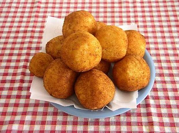 https://upload.wikimedia.org/wikipedia/commons/thumb/e/ee/Arancini_002.jpg/401px-Arancini_002.jpg