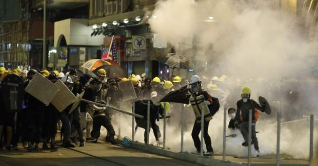 На несанкционированном митинге в Гонконге задержали 9 украинцев, которым грозит до 10 лет тюрьмы