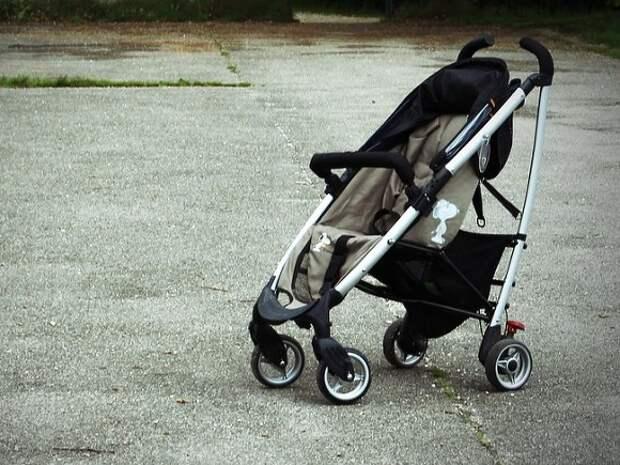 Пьяная москвичка уронила коляску со своим ребенком
