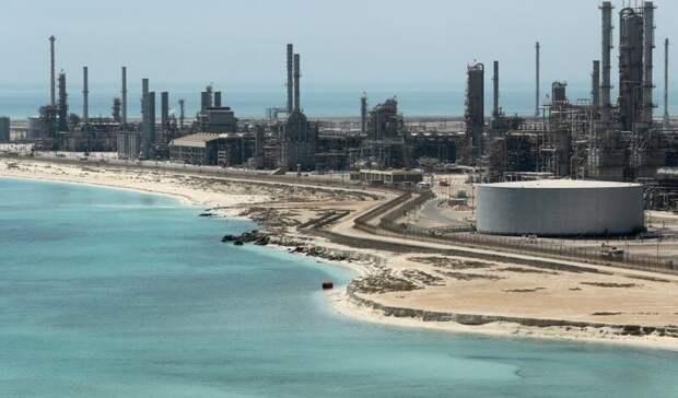 Саудовская Аравия поднимает цены нанефть для Азии