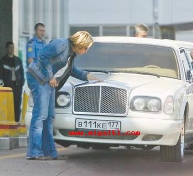 7. Басков сдувает пылинки со своего лимузина знаменитости, мойка машин, фото