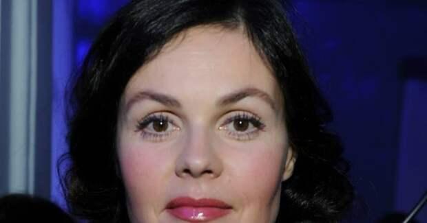 «Подтягивается тело»: 58-летняя Андреева после бани предстала с распущенными волосами