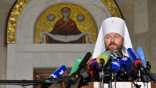 В РПЦ призвали врачей пускать священников к пациентам COVID-19