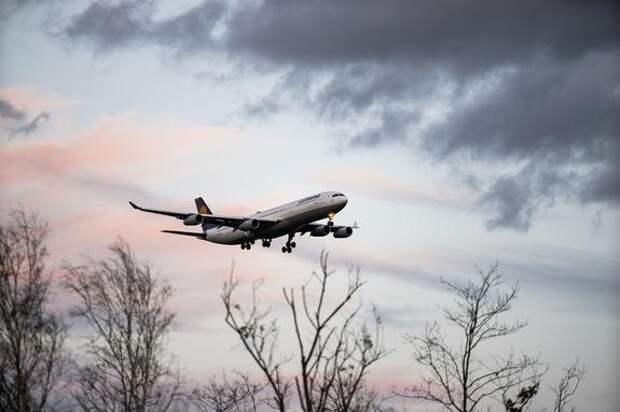 В Новосибирске из-за инсульта у пилота экстренно сел летевший из Парижа самолет