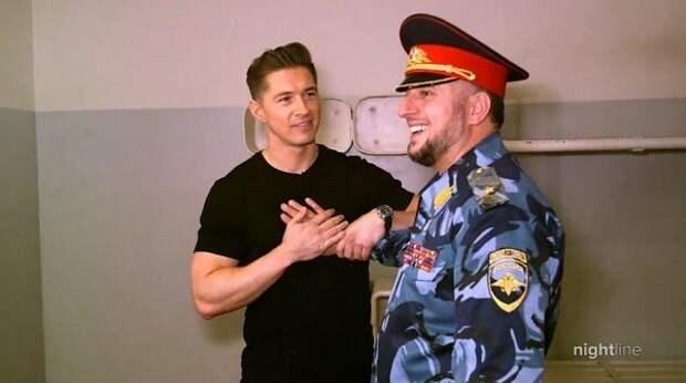 Американский журналист признался, что он содомит перед замглавы МВД Чечни