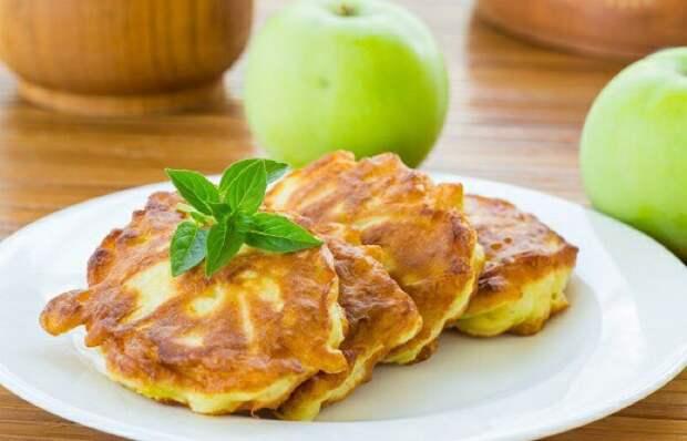 Вкуснейшие оладьи с яблоками
