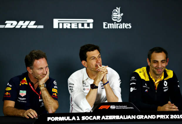 «15 человек в пустом ангаре». Тото Вольф усмехнулся над планами Red Bull