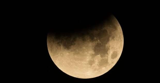 NASA будет закупать лунный грунт у частников