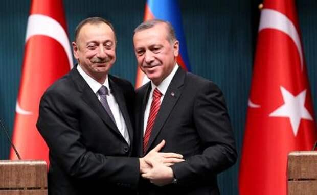 На фото (слева направо): президент Азербайджана Ильхам Алиев и президент Турции Реджеп Тайип Эрдоган