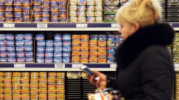 В мутной воде: 89% российских рыбных консервов сочли некачественными