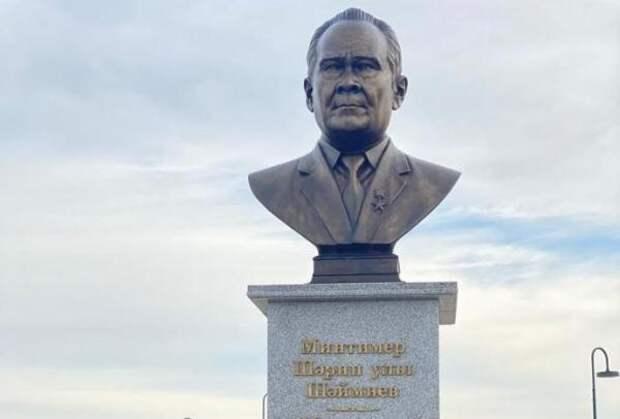 Первому президенту Татарстана поставили прижизненный памятник