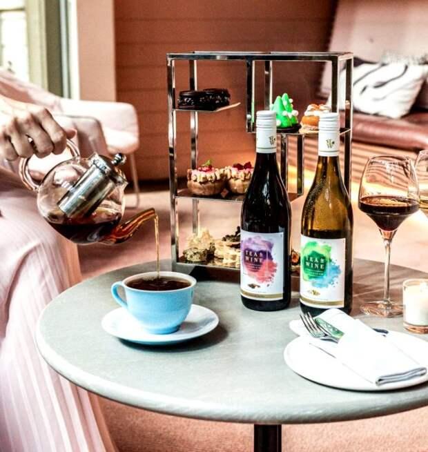 Чай и вино в один прием - совет из советской книги. /Фото: hunterandbligh.com.au