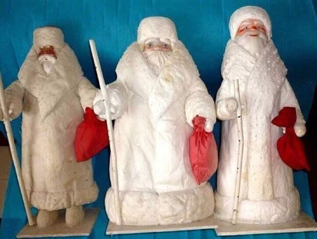 У кого стоит такой Дед Мороз под ёлкой?