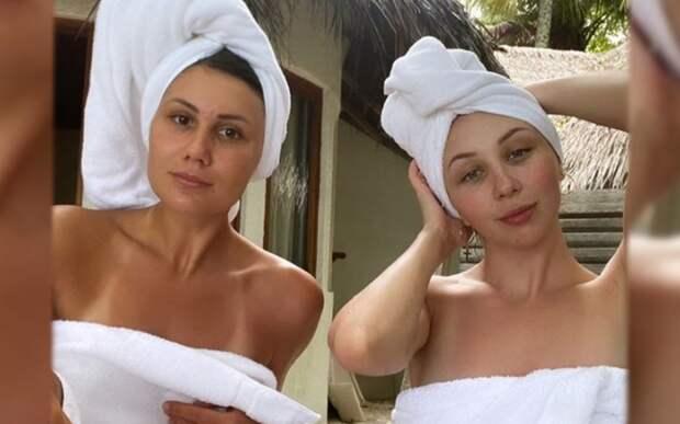 """Туктамышева выложила фото с пляжа в полотенце на голое тело: """"Принимаем пасмурные ванны"""""""