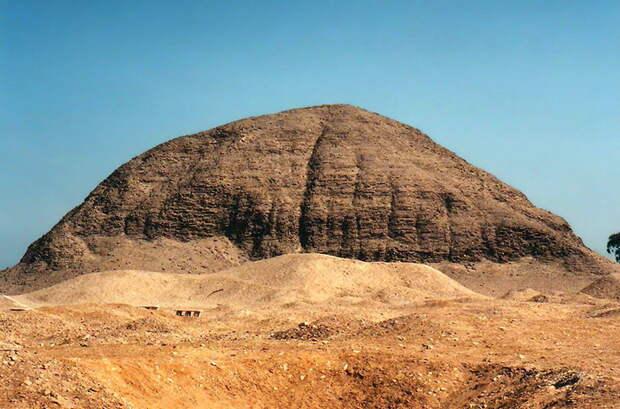 Пирамида в Хаваре, одна из множества пирамид, обнаруженных Питри