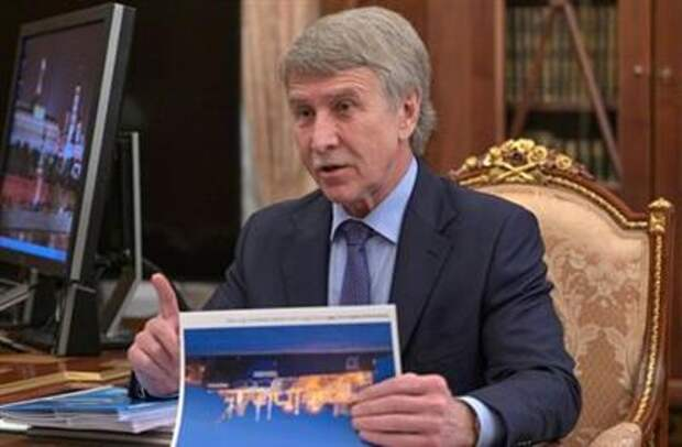 Chief Executive Officer of Novatek company Leonid Mikhelson attends a meeting with Russian President Vladimir Putin in Moscow, Russia May 17, 2021. Sputnik/Alexei Druzhinin/Kremlin via REUTERS ATTENTION EDITORS - THIS IMAGE WAS PROVIDED BY A THIRD PARTY.