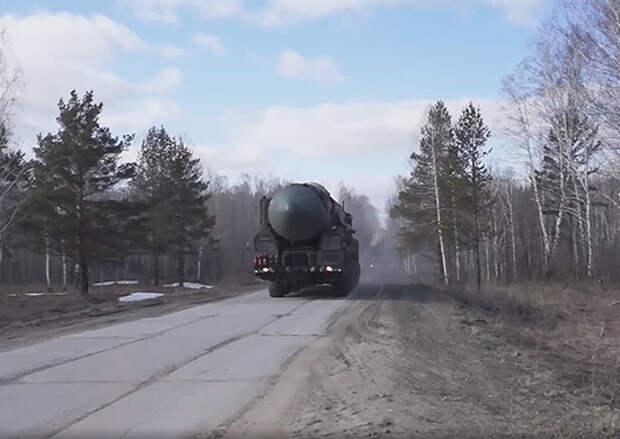 Подразделения ПГРК «Ярс» совершают маневренные действия в Новосибирской области