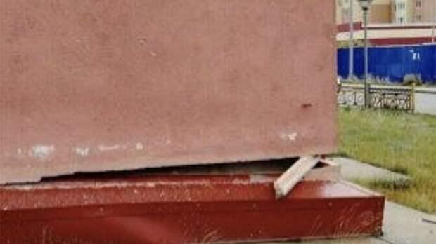 В Новом Уренгое проверят данные о стоящем благодаря деревянному бруску доме
