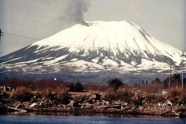 Самый крутой розыгрыш на 1 апреля: американец одурачил город, вызвав извержение вулкана