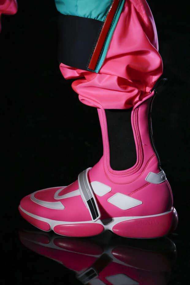 Розовые высокие кроссовки из коллекции Prada