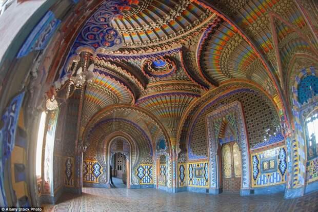 Замок Саммеццано в Тоскане, Италия