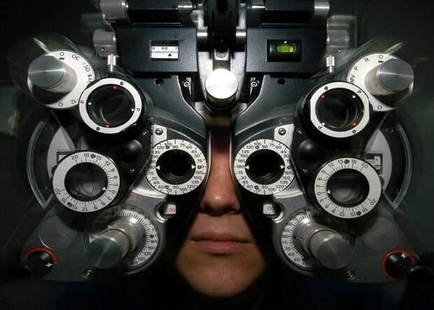 Эпидемия XXI века: врач рассказала, как пользоваться смартфоном и сохранить зрение