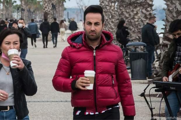 К ним ездят наши женщины: как выглядят турецкие мужчины на курортах