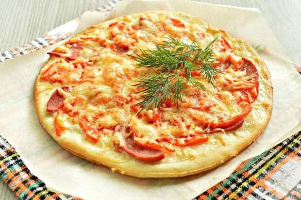 Научилась печь пиццу, как в пиццерии. Теперь ее не отличить от итальянской. Рассказываю в чем были ошибки