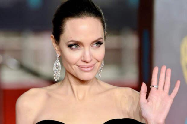 Анджелина Джоли снова навестила бывшего мужа. На эт...