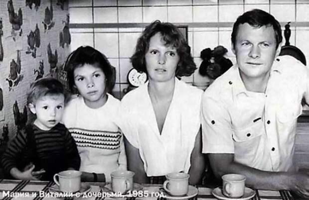 Виталий Соломин с семьей, 1985 | Фото: kino-teatr.ru