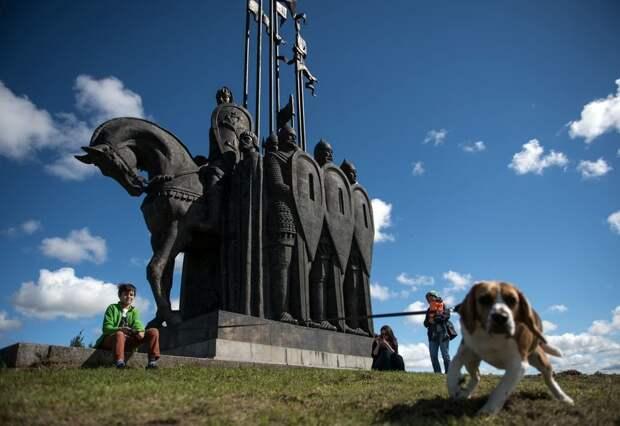 Самый неожиданный памятник Александру Невскому установлен на въезде в маленькое курганское село