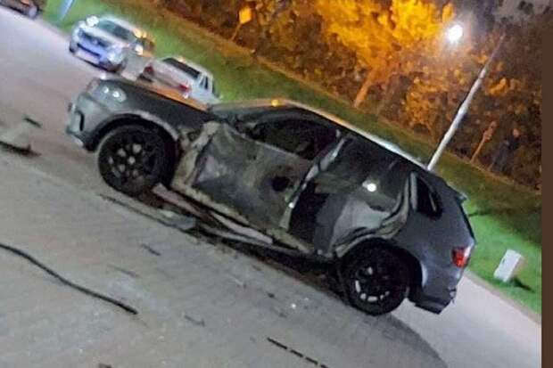 В Украине неизвестный выстрелил в BMW X5 из гранатомета