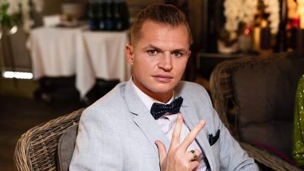 Тарасов похвастался, что у них с Костенко есть «красная комната» для интима