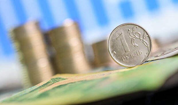 Россиянам рассказали, как заработать на падении рубля