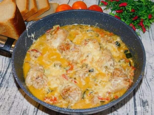Курица с кабачками на сковороде. Простое и очень вкусное блюдо на каждый день 2