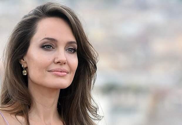 Неужели снова вместе: Анджелина Джоли навестила бывшего мужа