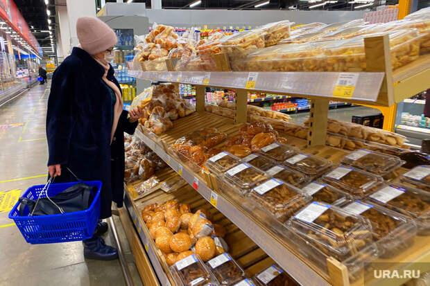Торговый центр. Курган, покупатель, продукты, продуктовая корзина, хлебобулочные изделия, магазин, женщина, хлеб