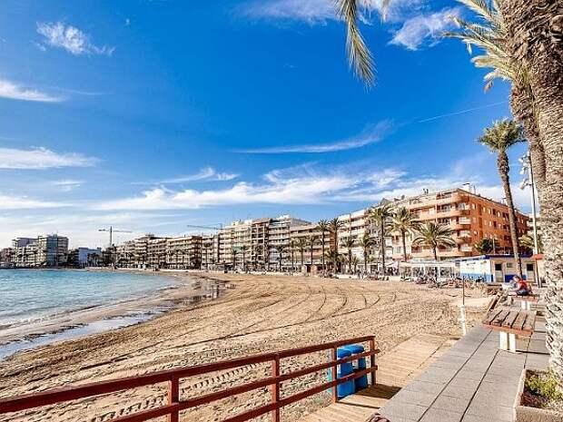 Испания готова принимать туристов, привитых одобренными EMA или ВОЗ вакцинами, с 7июня