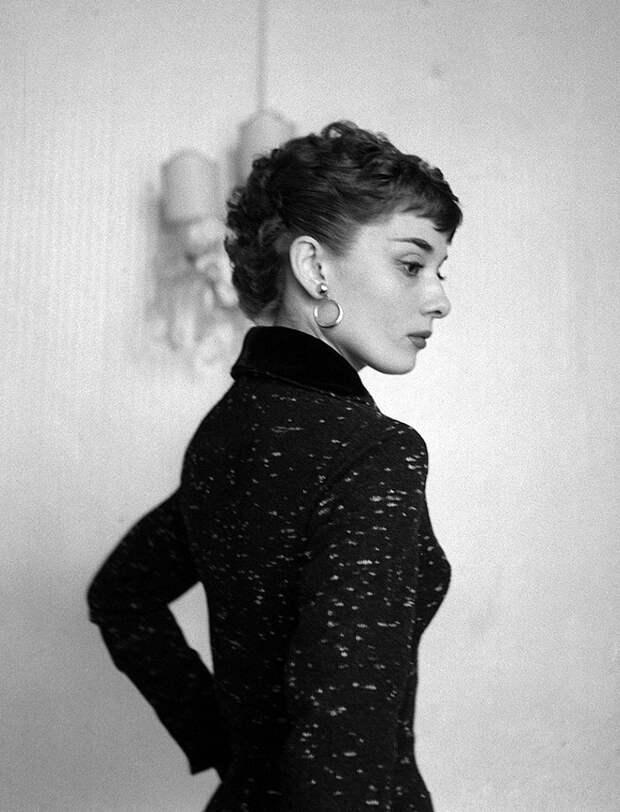 Элегантная красота Одри Хепберн.