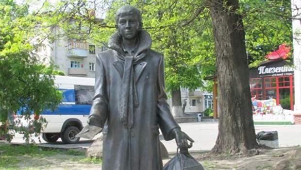 «Вокруг Булгакова»: как Лариосик похудел