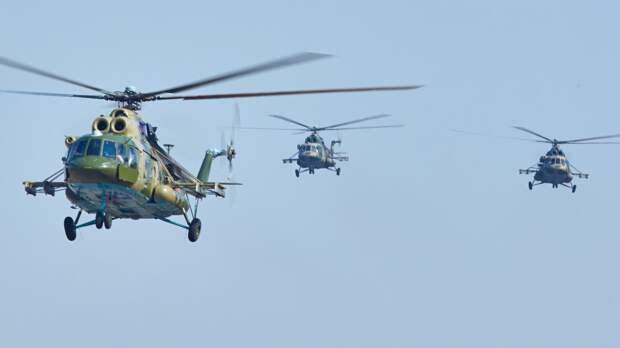 Летчики ЗВО поднялись в небо для подготовки к параду Победы в Петербурге