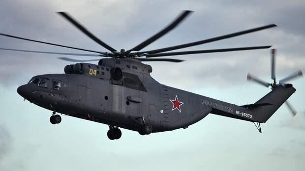 Пролет авиации завершил парад в честь Дня Победы в Петербурге