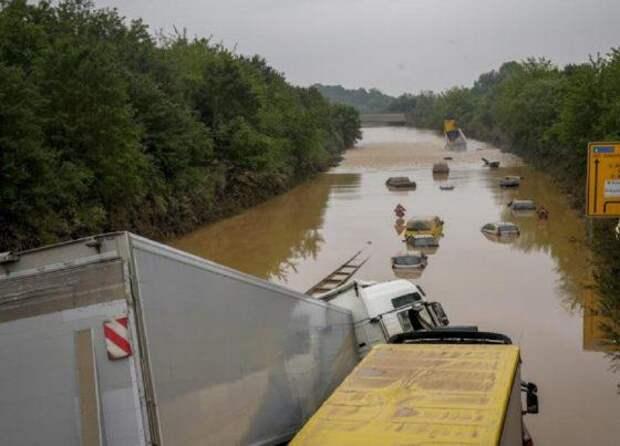 Вода отступила, в Европе считают погибших