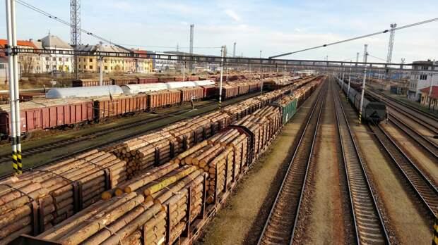 Движение на ЖД-участке под Волгоградом остановлено из-за схода вагонов с путей
