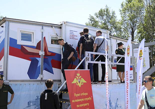 Более 6,5 тысяч человек с начала текущего года изъявили желание служить по контракту в Восточном военном округе