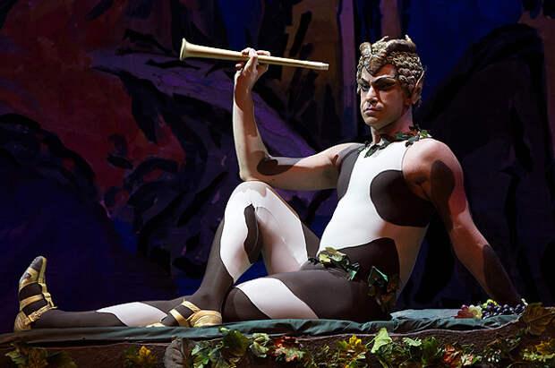 Николай Цискаридзе в сцене из одноактного балета Вацлава Нижинского «Послеполуденный отдых фавна»