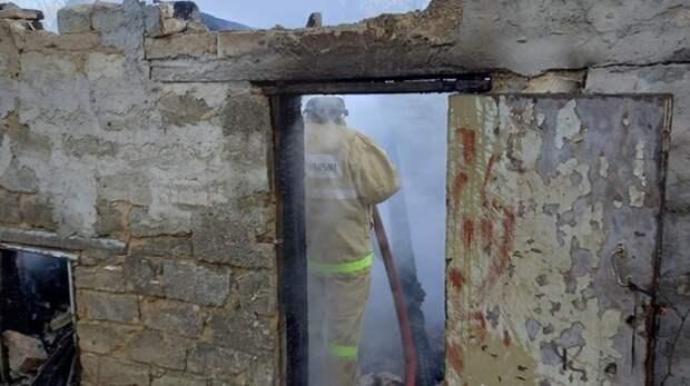 В Ленинском районе сгорела хозпостройка